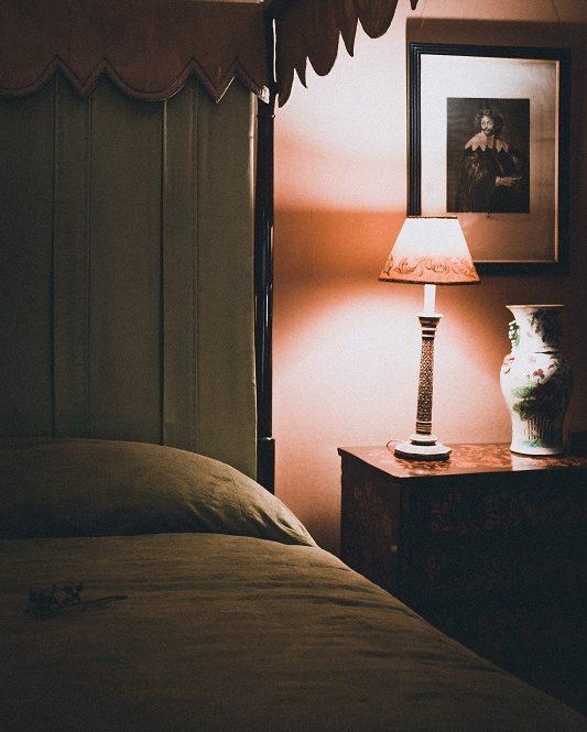 快適な眠りに直結する【寝室照明】の大原則