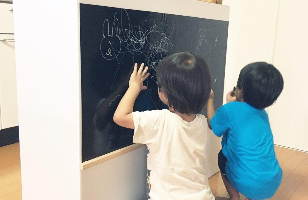 インスタがお手本。「カラーボックス×壁紙シート」のお手軽DIY