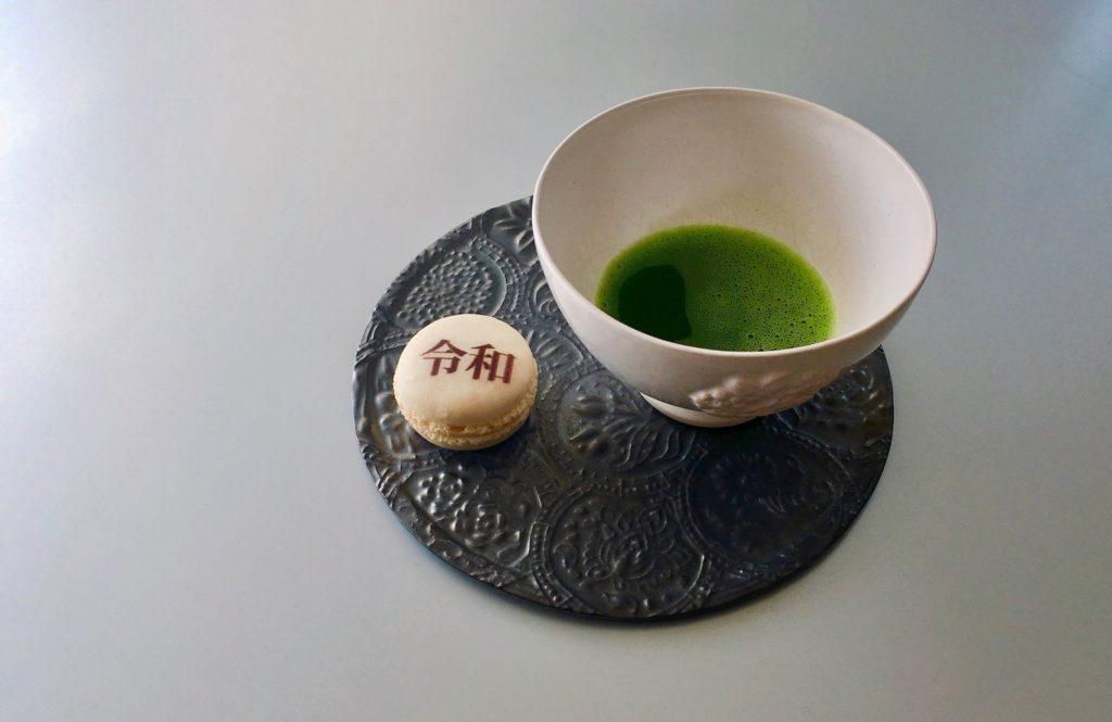 茶菓子の代わりにマカロン。そんな「モダンな茶道」が話題です!