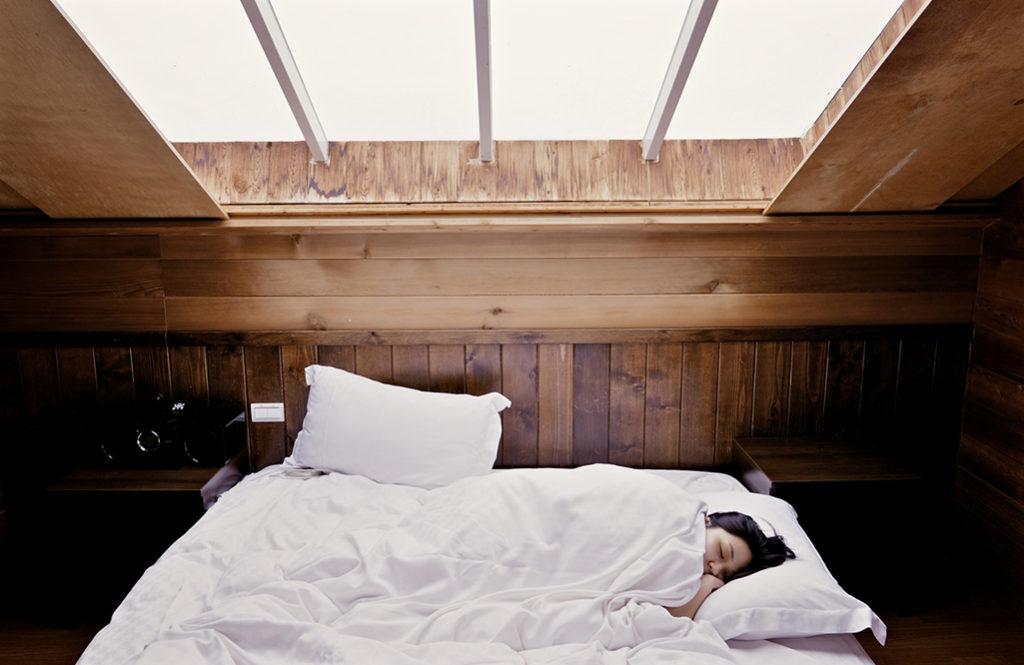 【住み家と風水:第20回】その日の悪い気を浄化する「正しい睡眠と枕の向き」