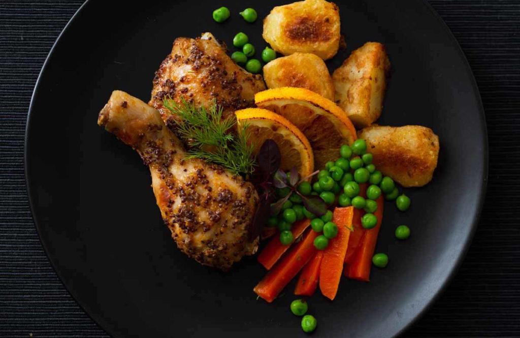 骨付き鶏もも肉で本格ディナー!ヨーロッパで人気の「簡単&絶品ソース」レシピ