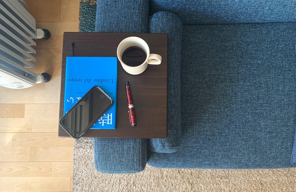 リビングを広く使える【ソファ+サイドテーブル】の組み合わせに納得!