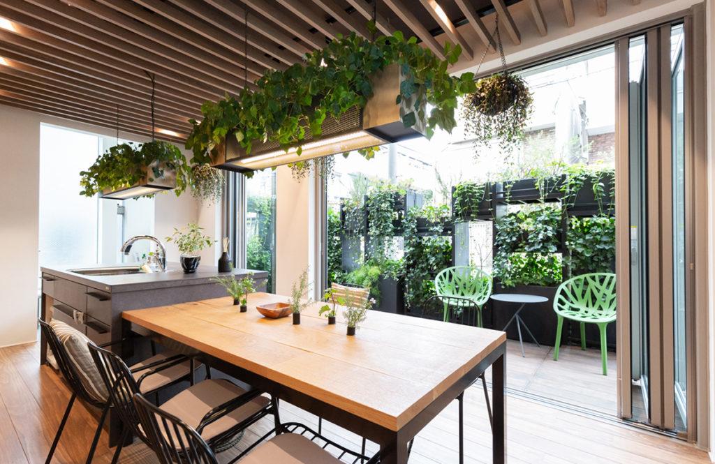 狭小住宅「敷地面積24坪を広く使う」ハウスメーカー最新の秘策