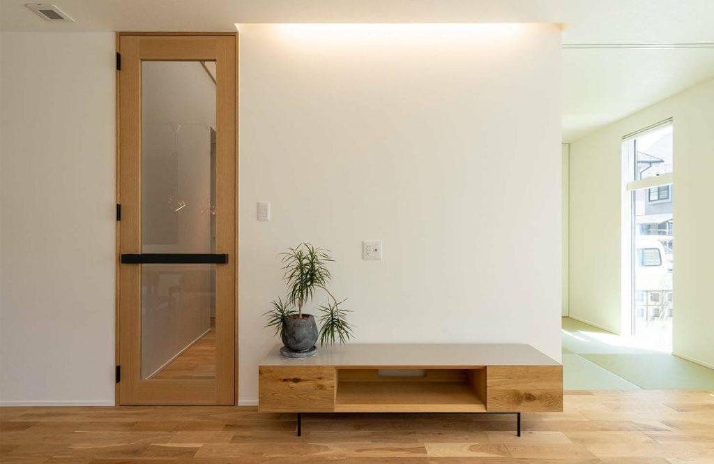 部屋がすっきり広く見える!「ハイドア」導入で手に入る開放的